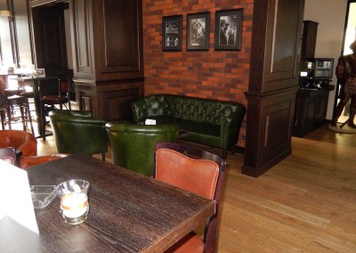 kreslo-luxusne-sedacka-hotel-pod-zamkom-kozena-chesterfield-6